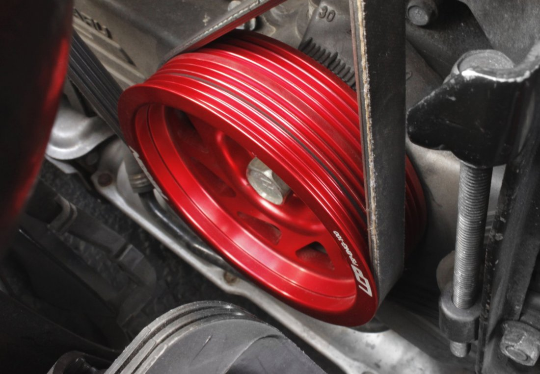A lightweight aftermarket perrin pulley.
